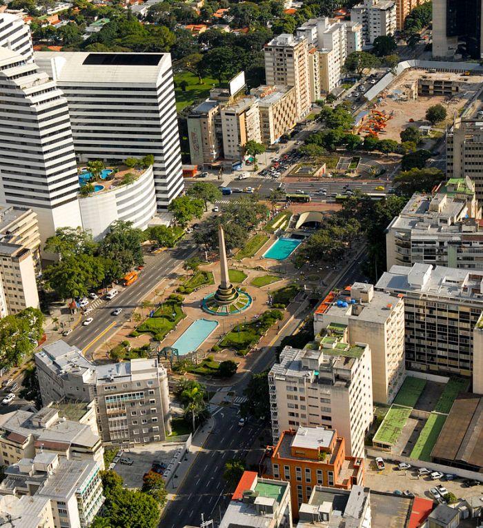 Vista_aérea_de_la_Plaza_Altamira_de_Caracas